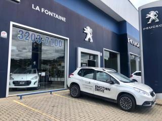 LA FONTAINE Peugeot 2008 ALLURE PACK 1.6 AUT 2019/2020 Automático